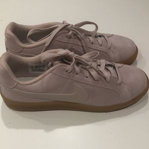 NIKE WOMEN COURT ROYALE SUEDE SIZE 10 BRAND NEW